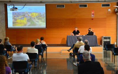 Ricomà es reuneix amb guies turístics, empreses d'activitats de lleure i representants d'apartaments